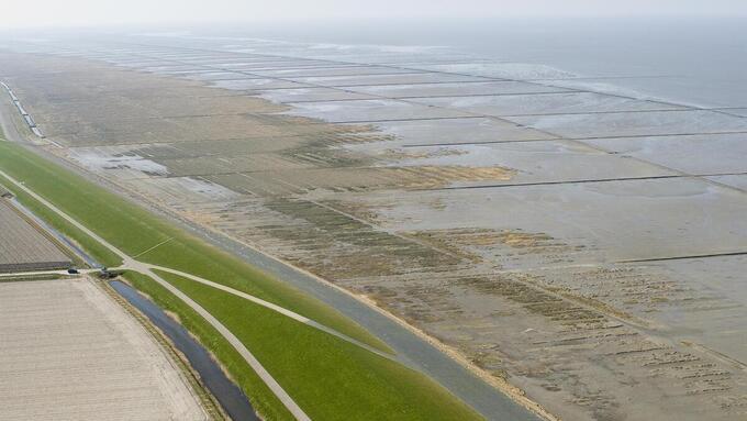 'Wisselpolders' langs de kust redden levens bij dijkdoorbraak